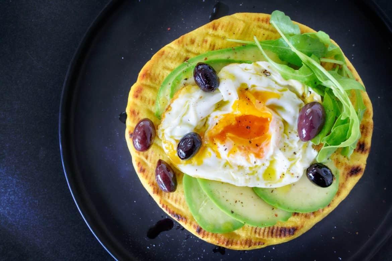 Закуска от яйца и авокадо върху тортила питка - Нутрима - бг
