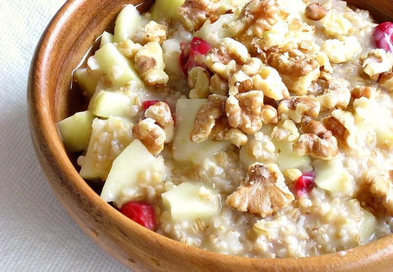 Закуска от овесени ядки мляко ябълка орехи и канела